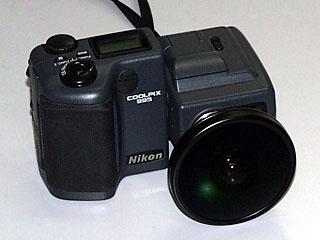 魚眼レンズを付けた Nikon COOLPIX 995